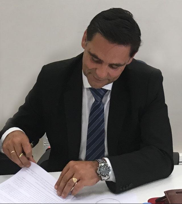 firma convenio FEAPEN
